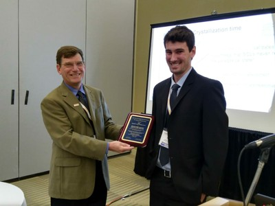 Ricardo Lancelotti receives the Alfred R Cooper´s award for undergraduate students researching in the glass area.