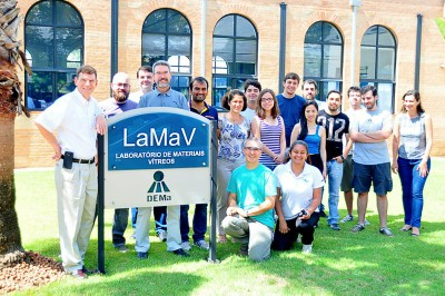 LAMAV´s group and Professor Steve Martin in front the LAMAV´s Lab at Federal University of São Carlos.